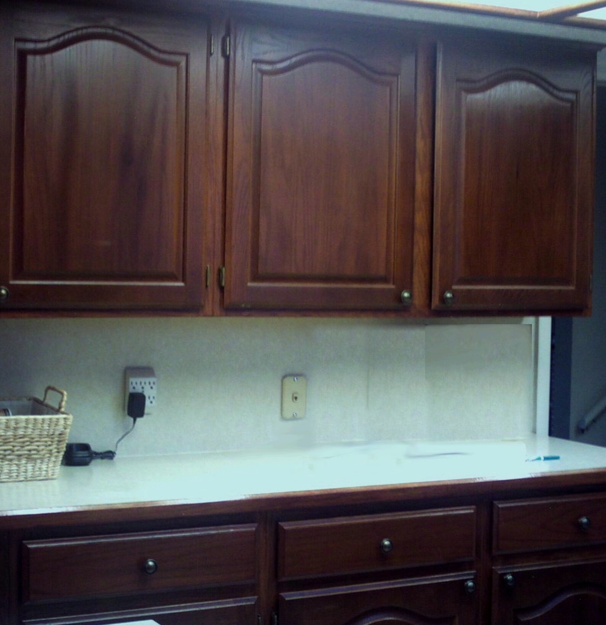 Merveilleux Kitchen Cabinets And Cupboards Refinished In Cherry Wood Color.