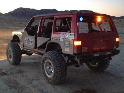Team M.A.D. Ultra 4 race team '95 Jeep Cherokee