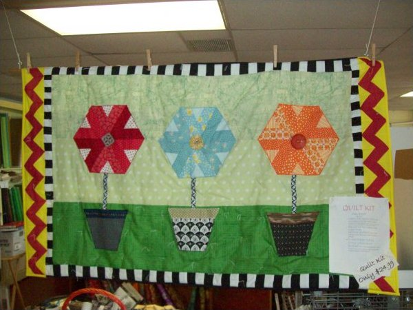 Kit Quilt Flower Pot Wall Hanging Quilt Kit and American Patchwork and Quilting Pattern Booklet and Calendar