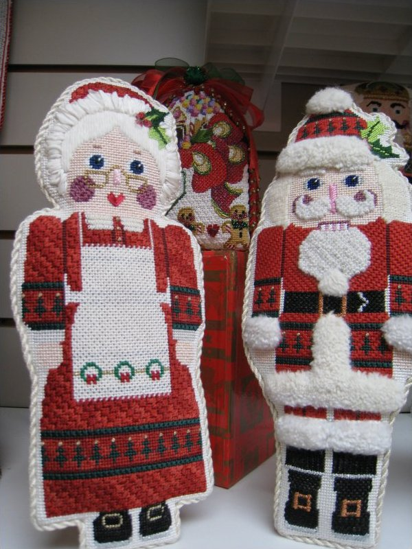Mr and Mrs Nutcrackers Santas-CD 171,172