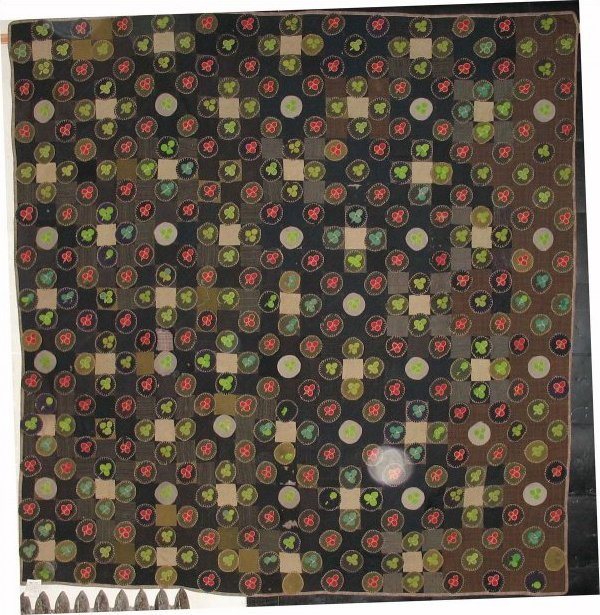 SUITING 'PENNY MAT' QUILT, CLOVERS APPLIQUE