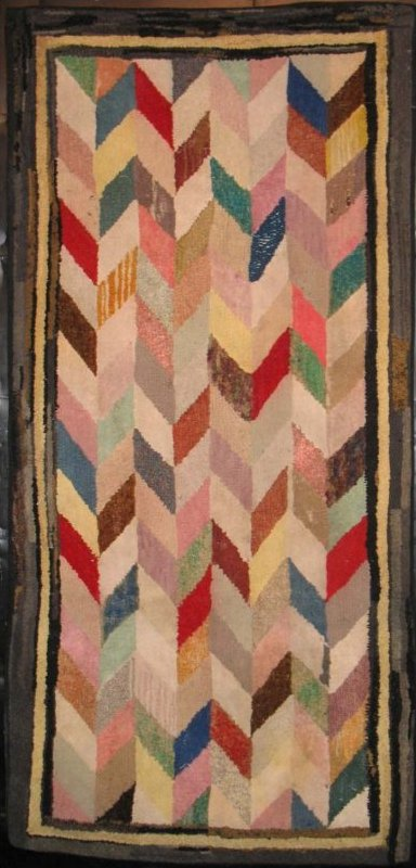 CHEVRONS HOOKED RUG