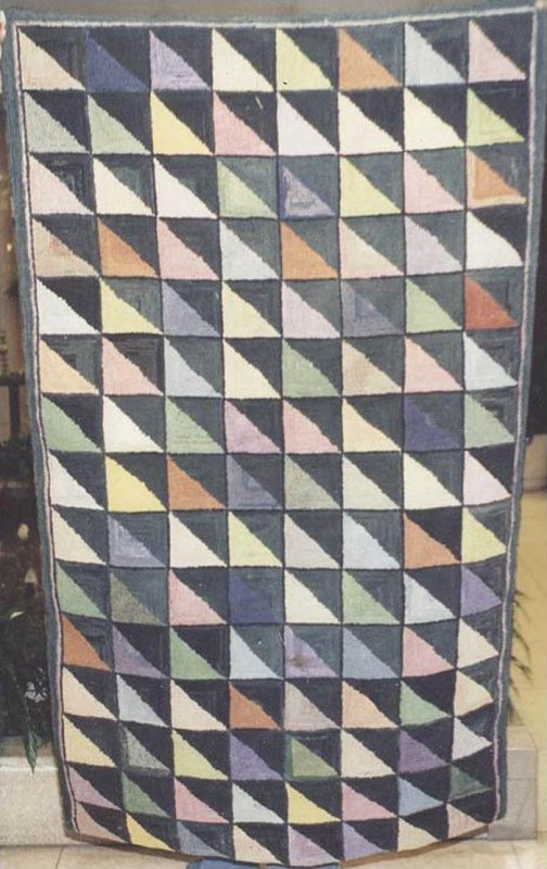 TRIANGLES ANTIQUE HOOKED RUG