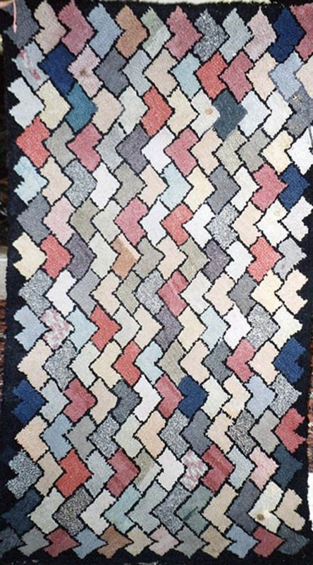 OVERLAPPING DIAMONDS ANTIQUE HOOKED RUG