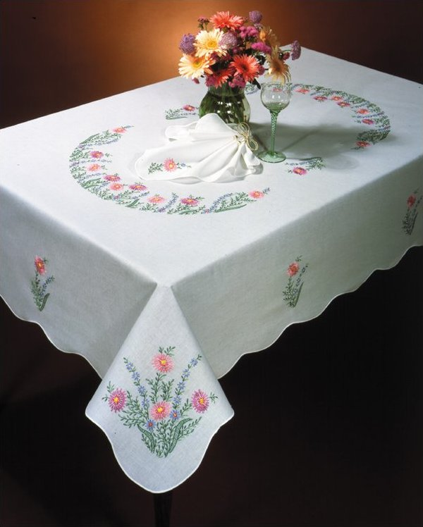 # T201920-70 Country Garden Tablecloth