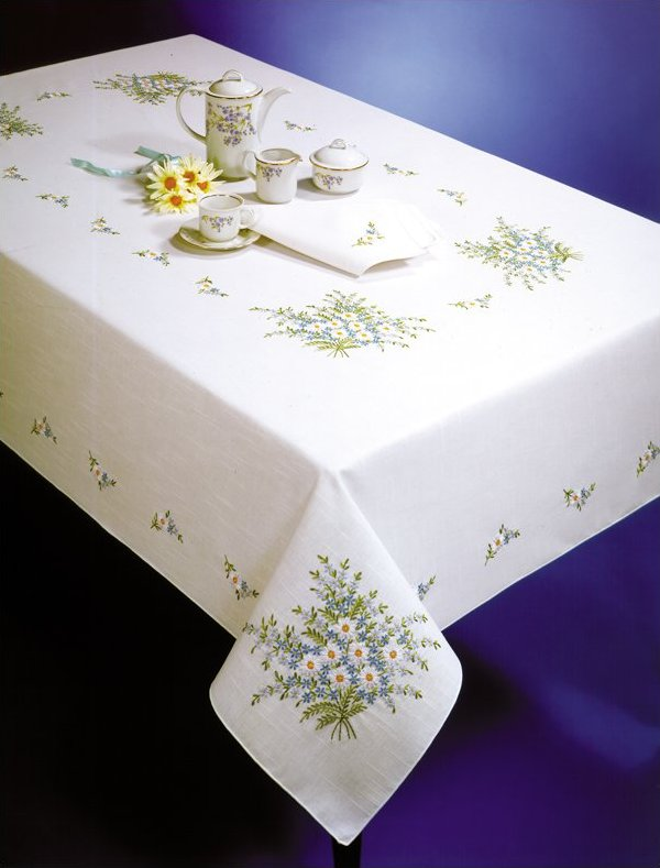 # T202732-70 Forget Me Not Tablecloth