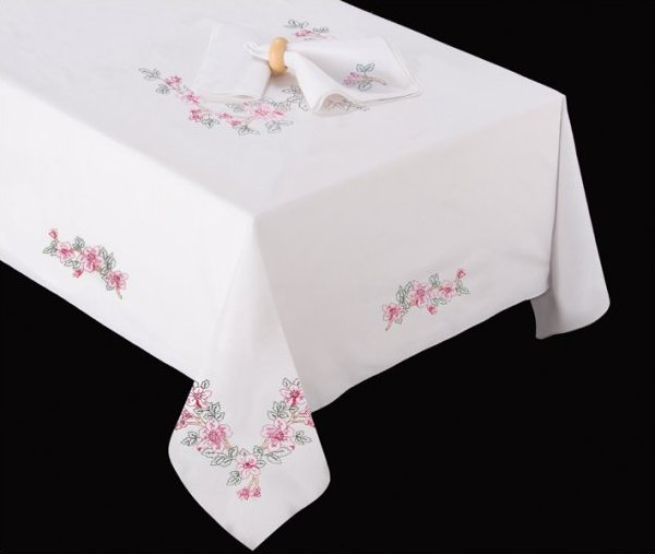 # T201478-90 Wild Rose Tablecloth