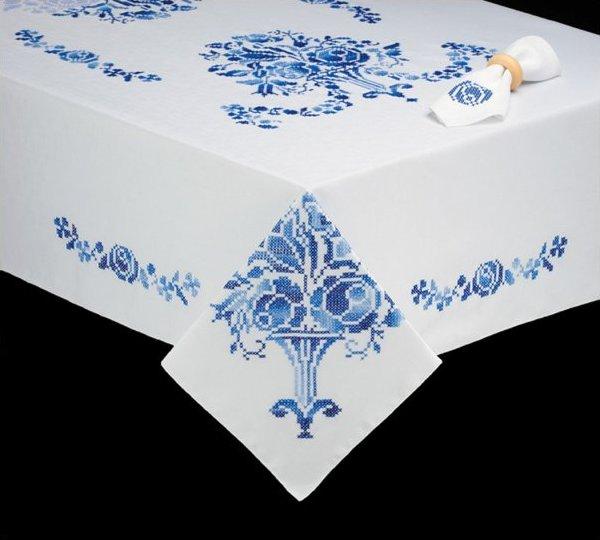 # T202787-104 Victorian Garden Tablecloth