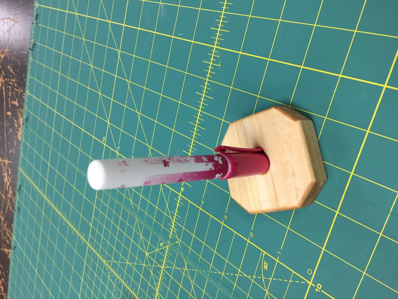 Glue pen stand