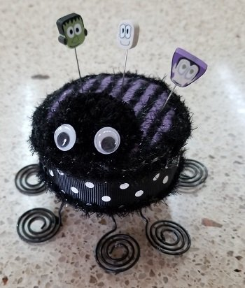 Cookie Cutter - Spider Pin Cushion w/ emb