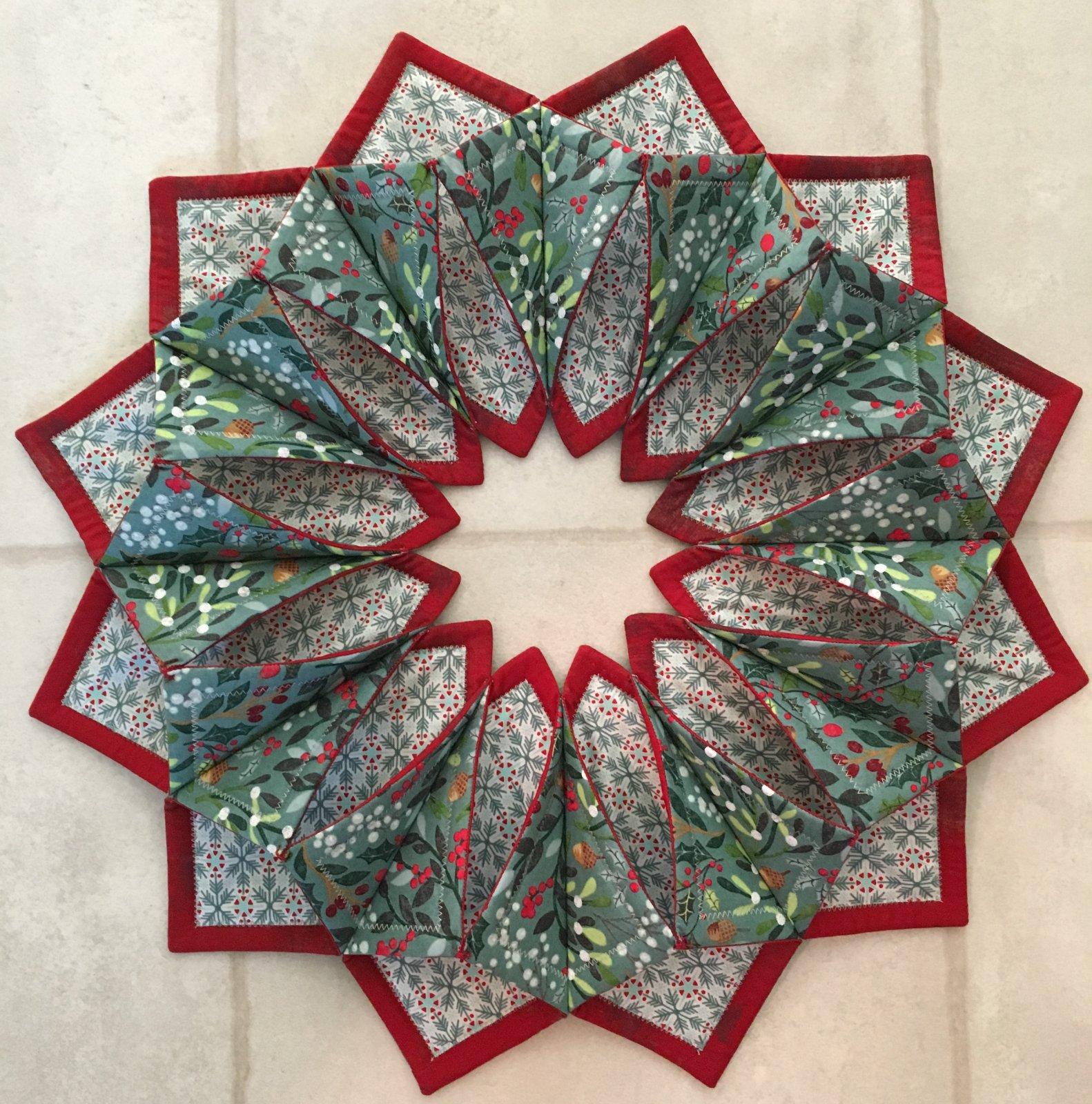 Fold 'N Stitch Wreath  21 diameter Pattern & Foam Included