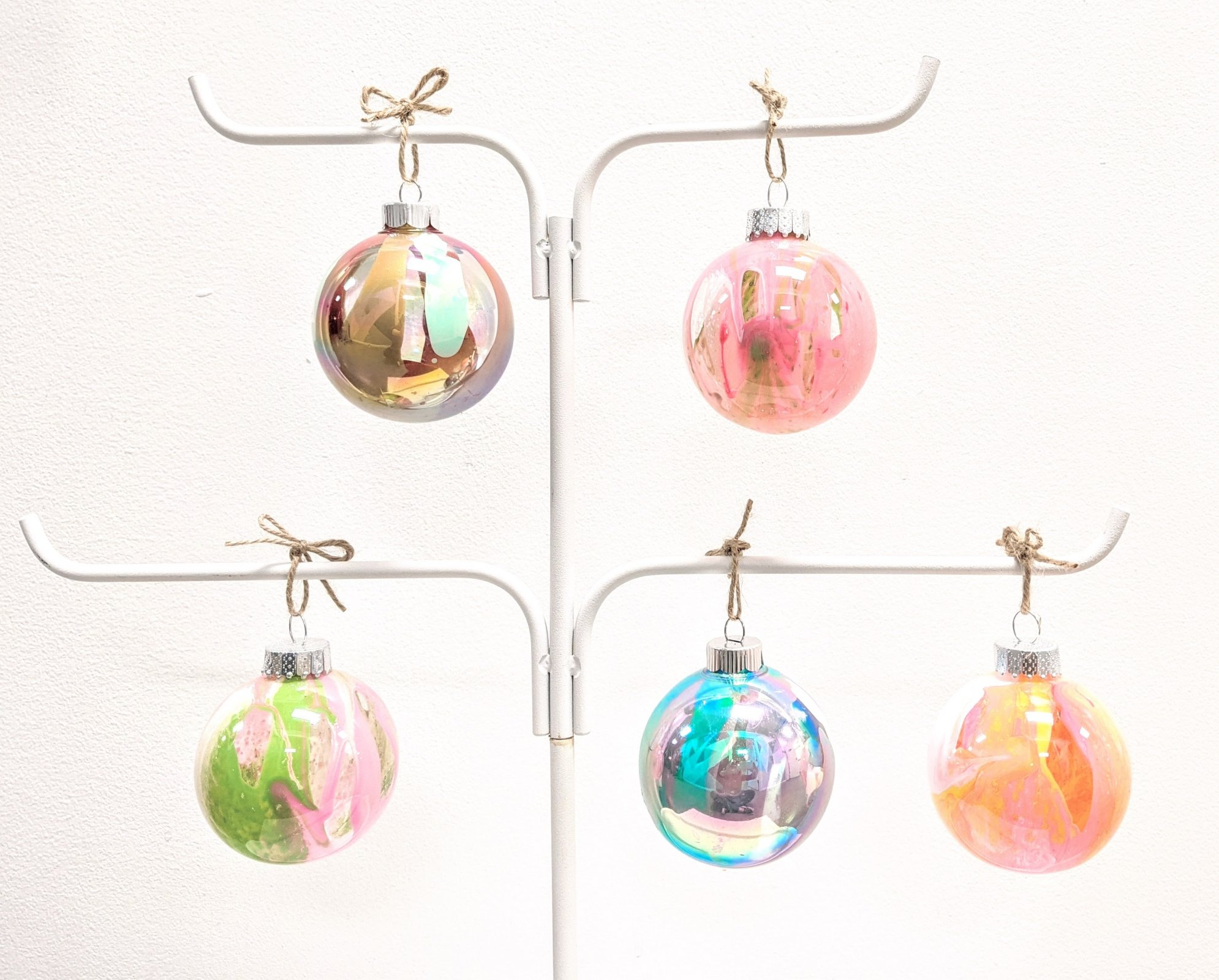 Marbled Globe Ornaments Kit