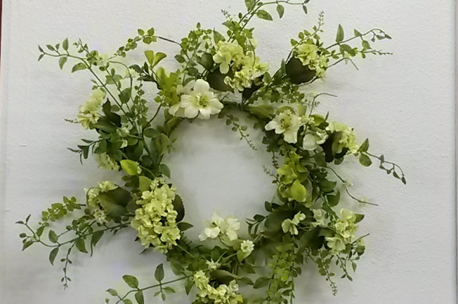 24 Hydrangea Wreath - White/Green