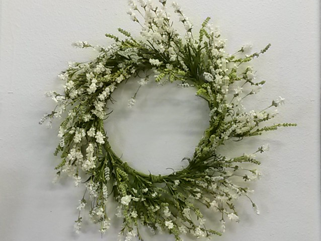 24 Hops/Berry Wreath - White