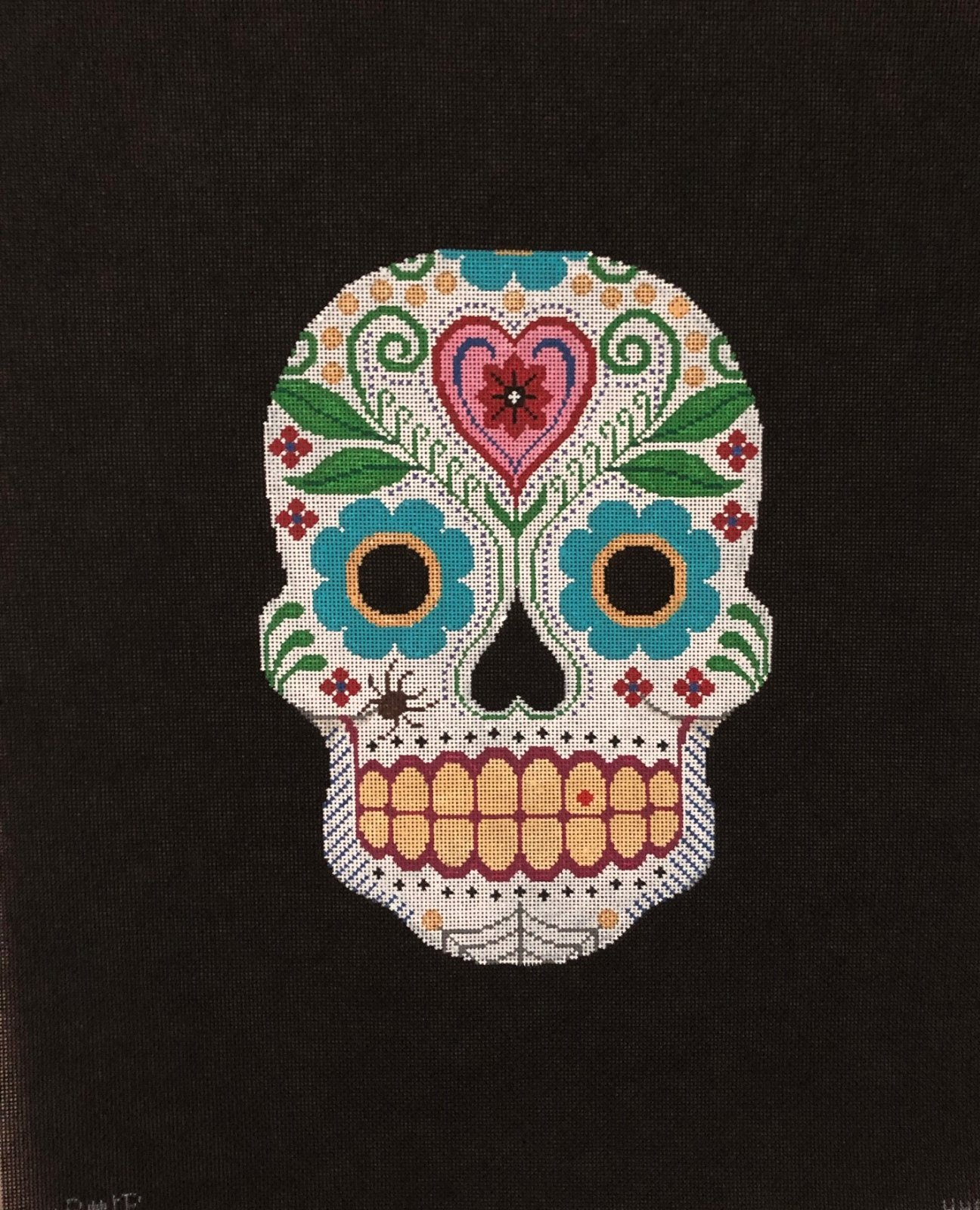 H040 - SUGAR SKULL WITH HEARTS & FLOWERS