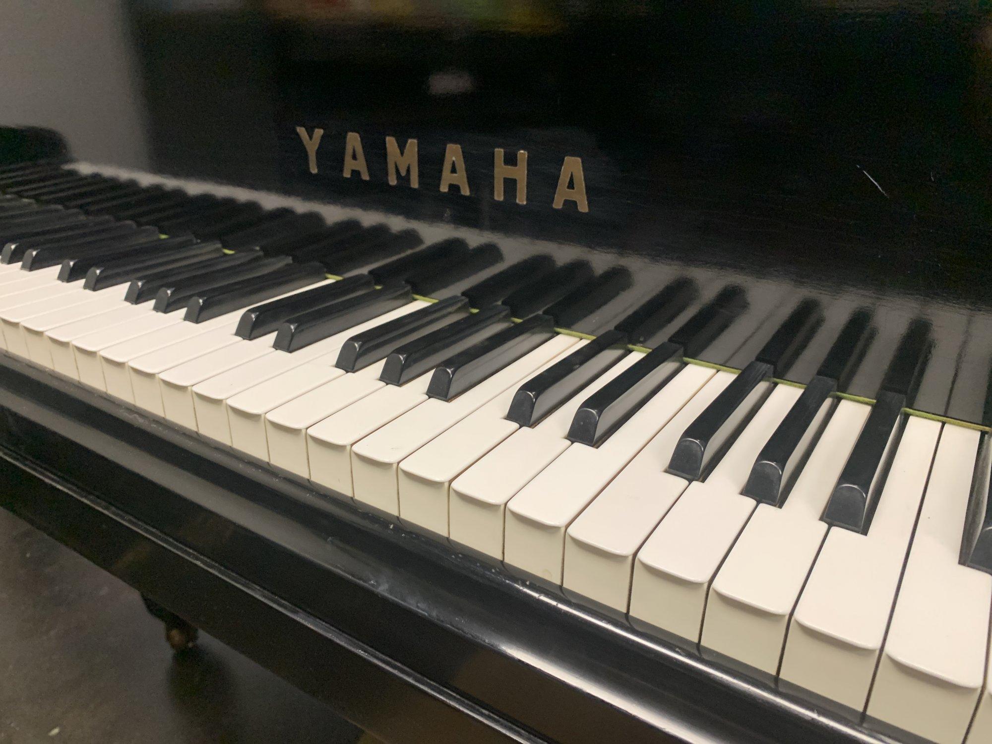 Yamaha G2 Ebony Polish Used Grand 0639
