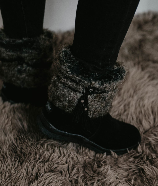 Minnetonka Moccassin Everett Black Boot