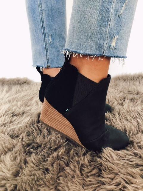 Toms Kelsey Black Leather/Suede Wedge Bootie