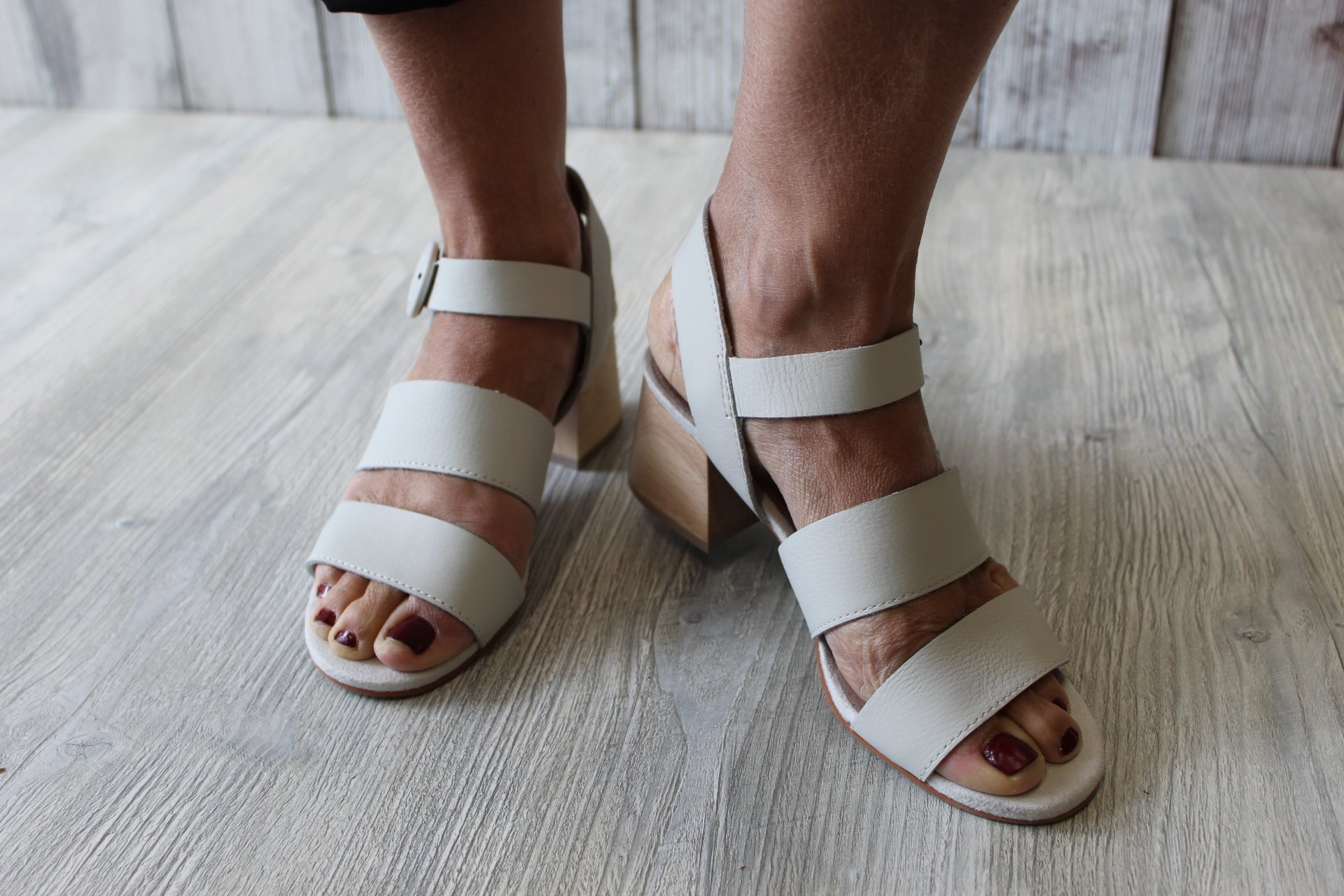 Toms Grace Off White Soft Leather Sandal