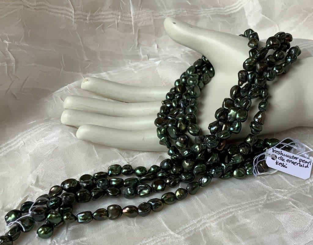 FW Pearl dark olive-emerald keishi