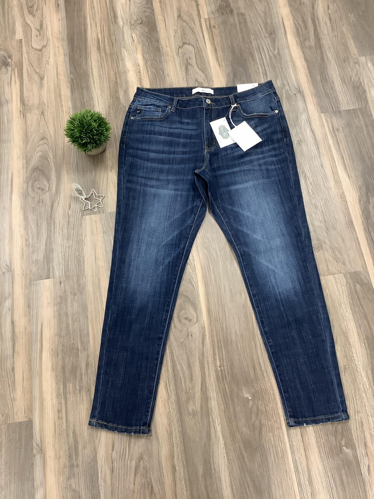 Kancan Mid Rise Super Skinny *Curvy Approved*