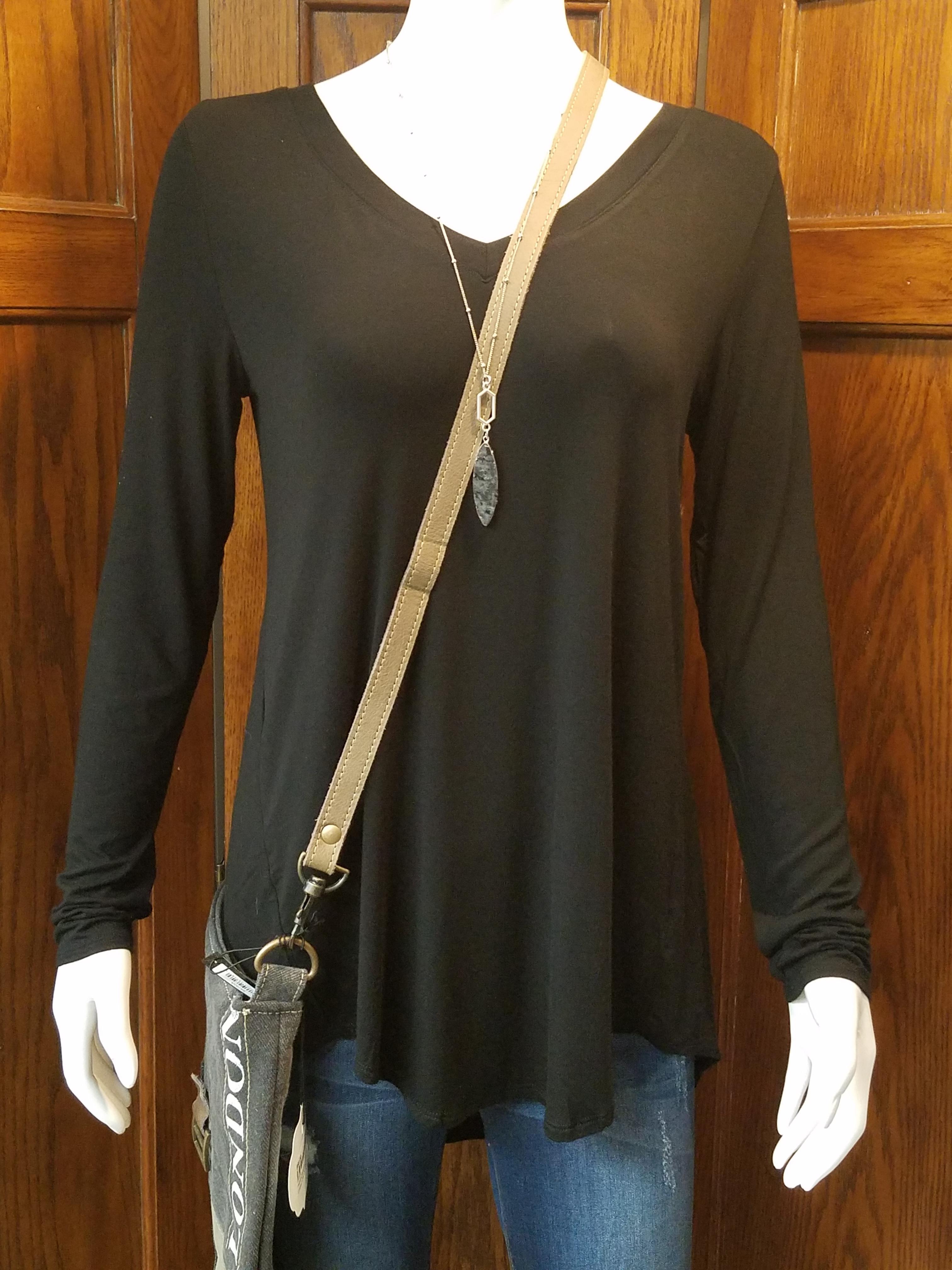 Black V-Neck Long Sleeve *Curvy Approved*