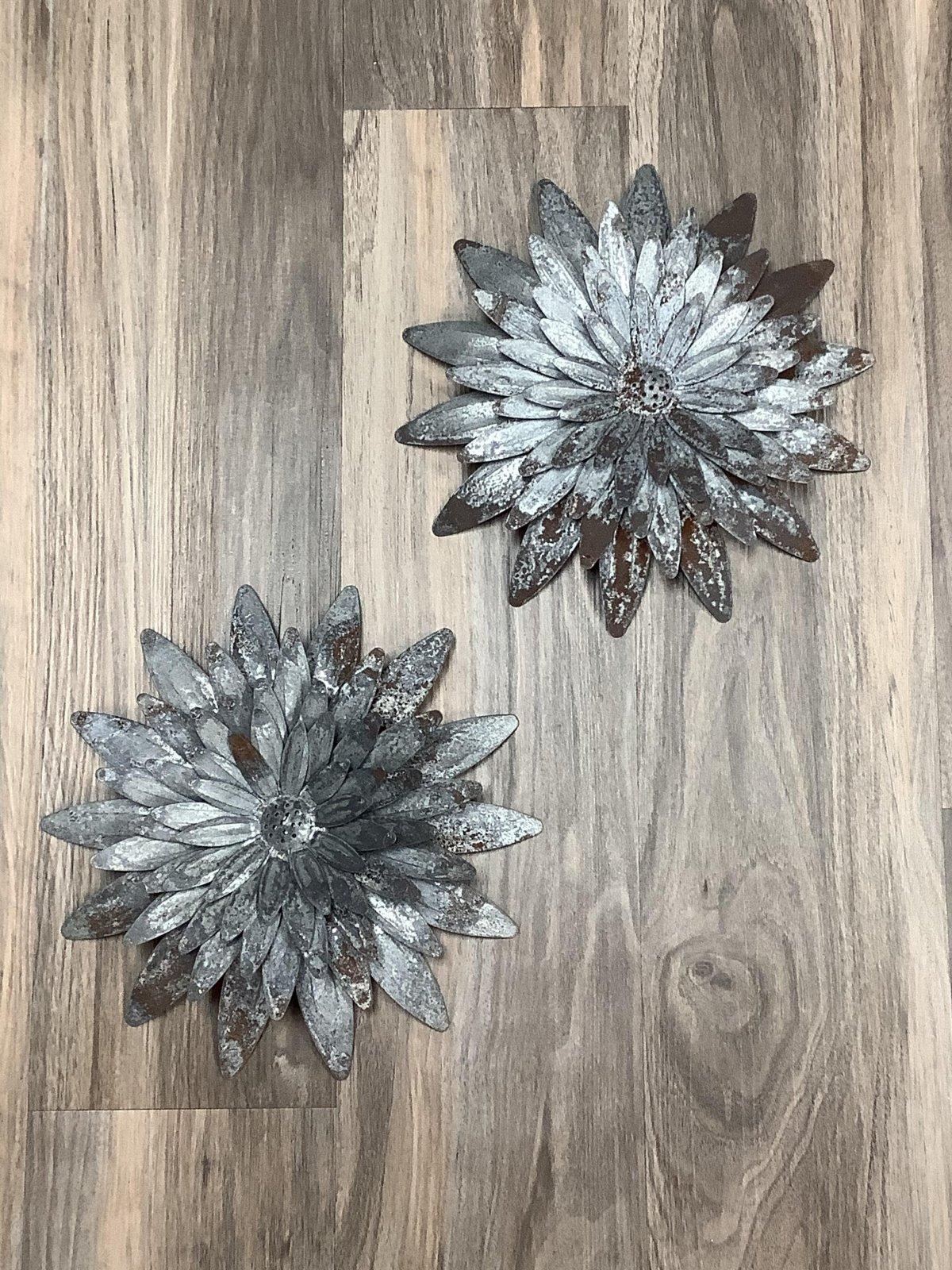 Gray Zinc Hanging Sunflower