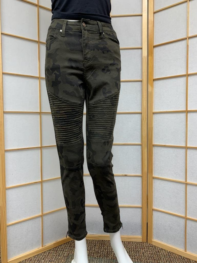 Camo Motto with Ankle Zipper Skinny Jean