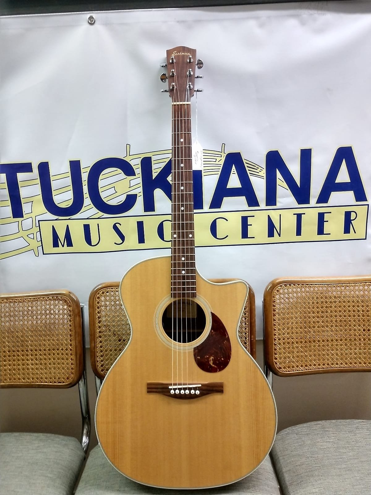 HE222CE Eastman Acoustic/Electric Guitar (used)