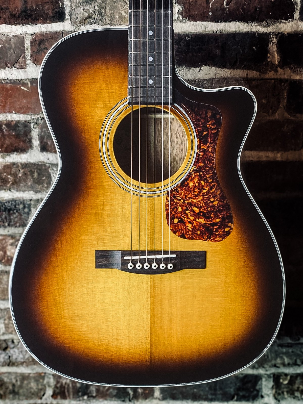Guild OM-140CE ATB Antique Burst Westerly Collection Acoustic/Electric Cutaway w/ Gig Bag (new)