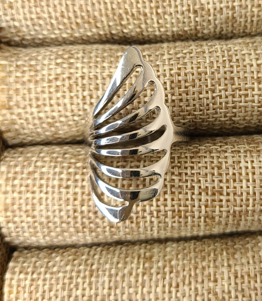 Feather Pattern Thumb Ring