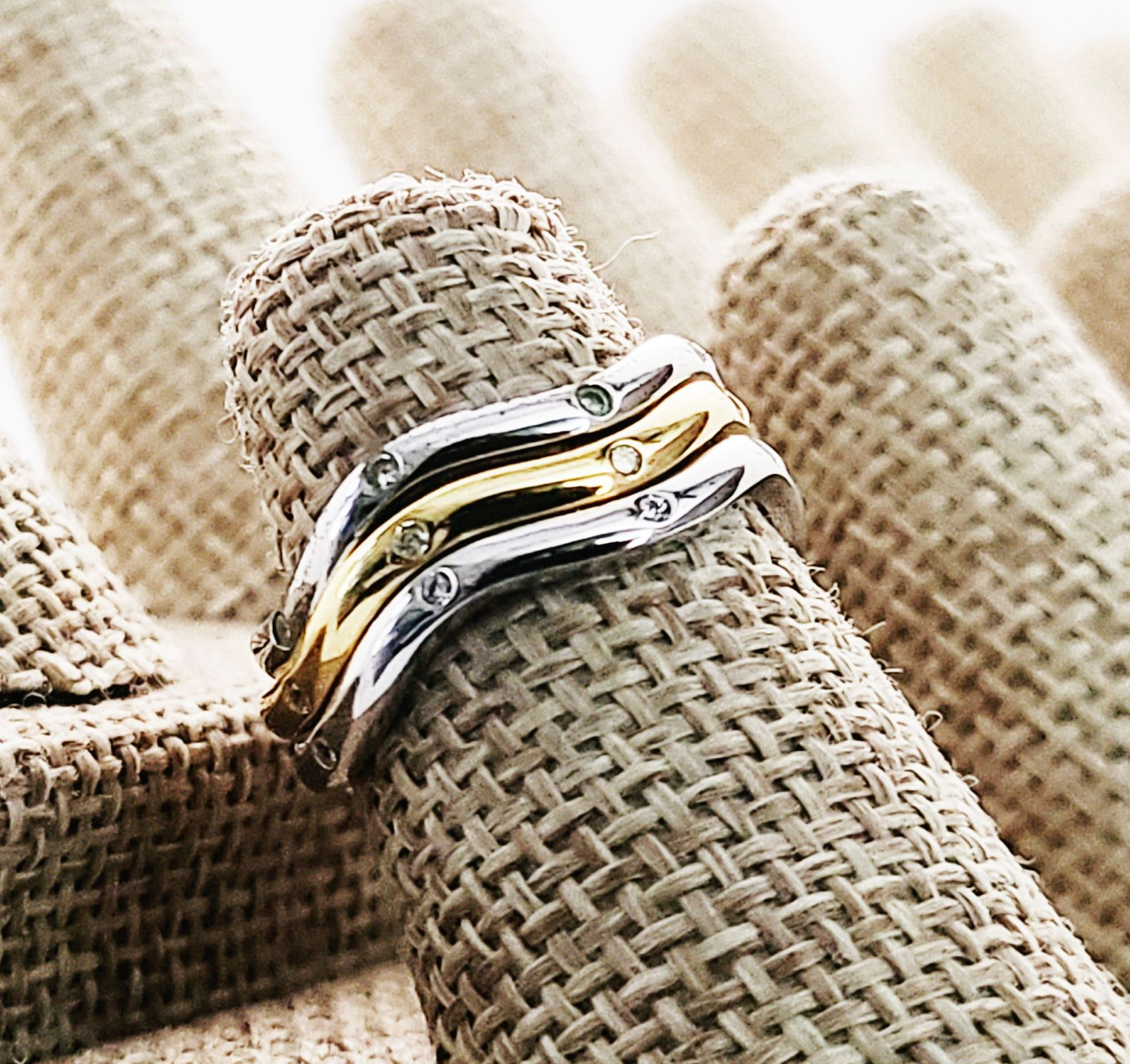 Three Stacked Contour Dot-Dot CZ bands