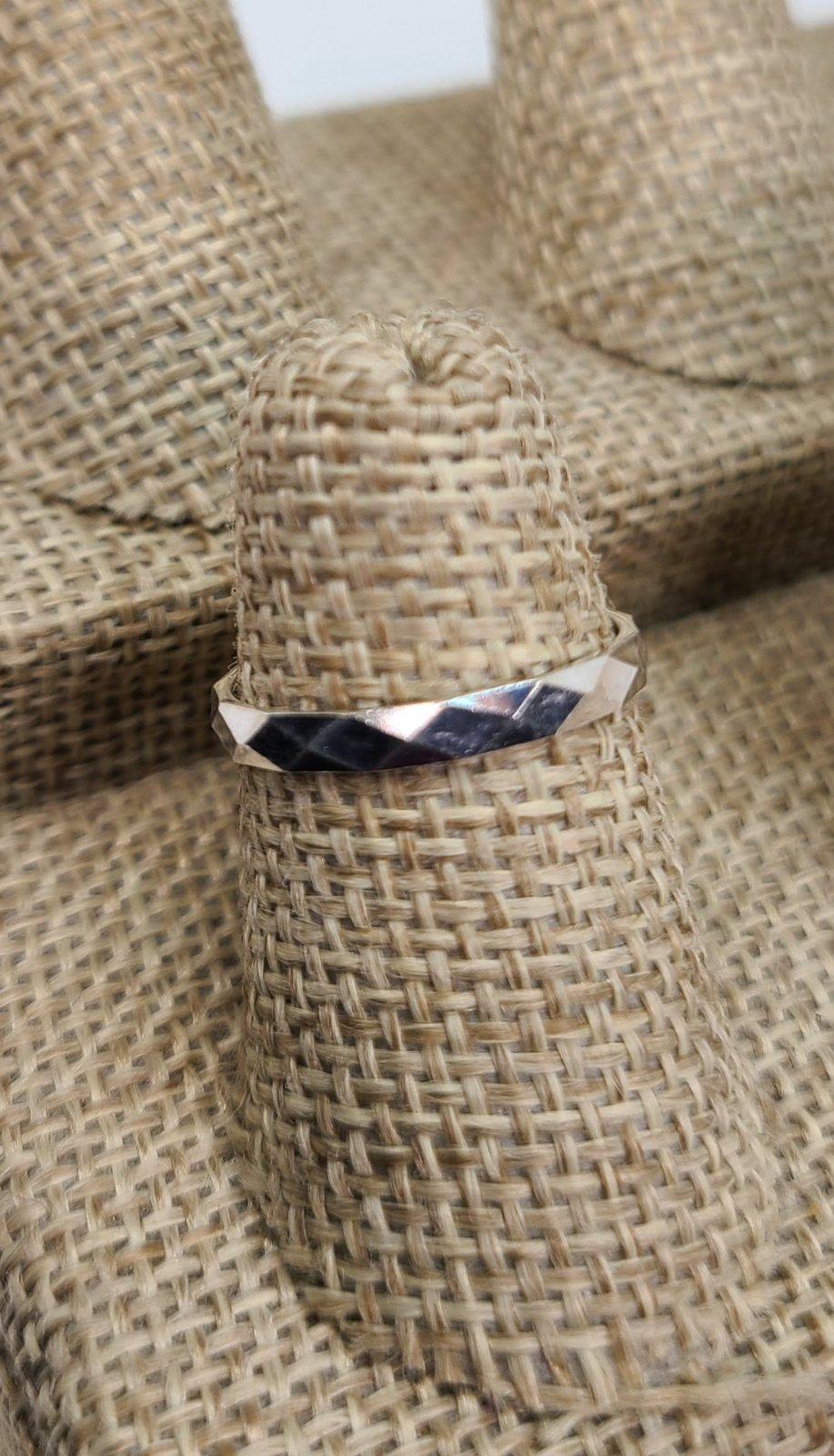 Diamond Cut Medium Band