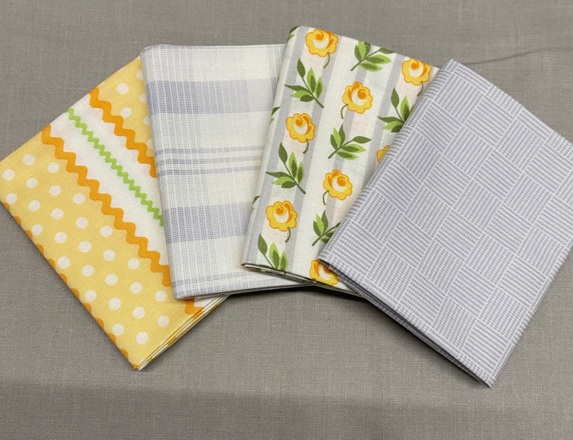 Roseberry Cottage Fat Quarter Bundle Andover Fabrics 109