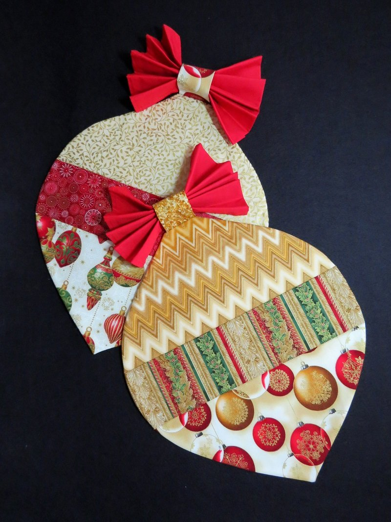 Christmas Placemats - Gold/Cream