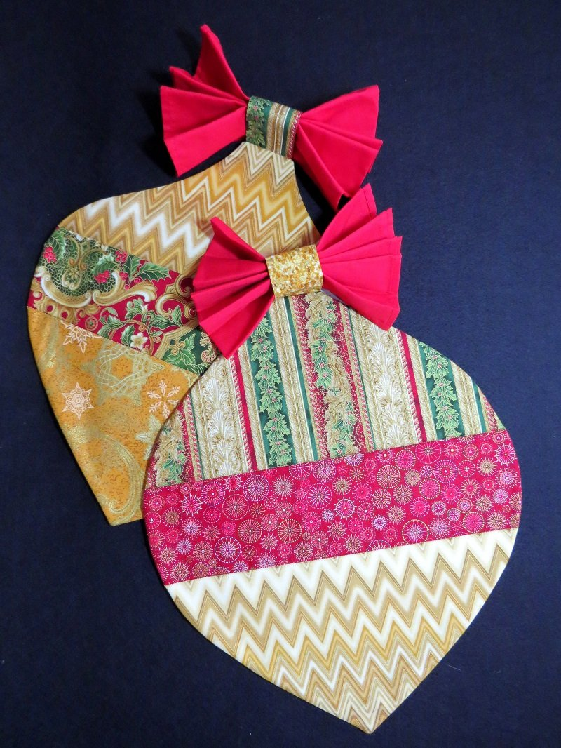 Christmas Placemats - Gold/Red