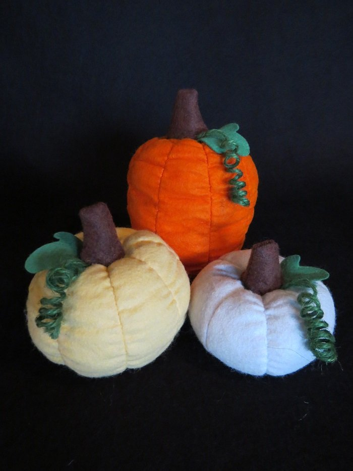 3 Woolfelt Pumpkins