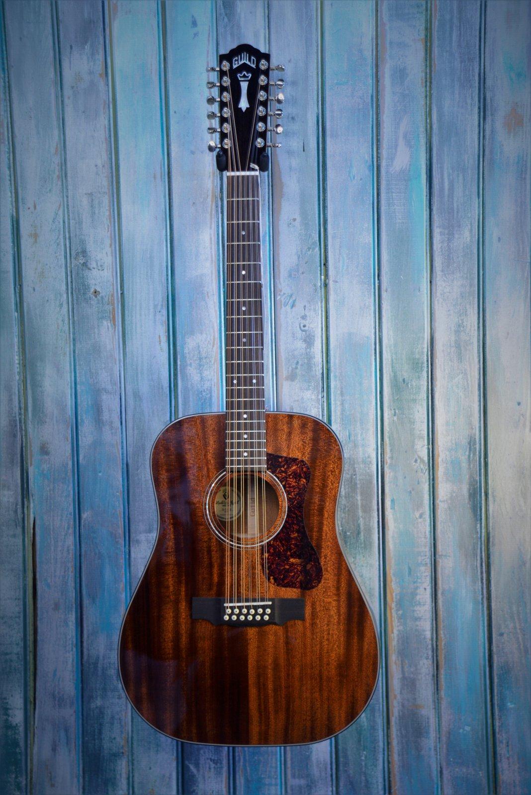 Guild D-1212 acoustic 12-string guitar, natural w/bag