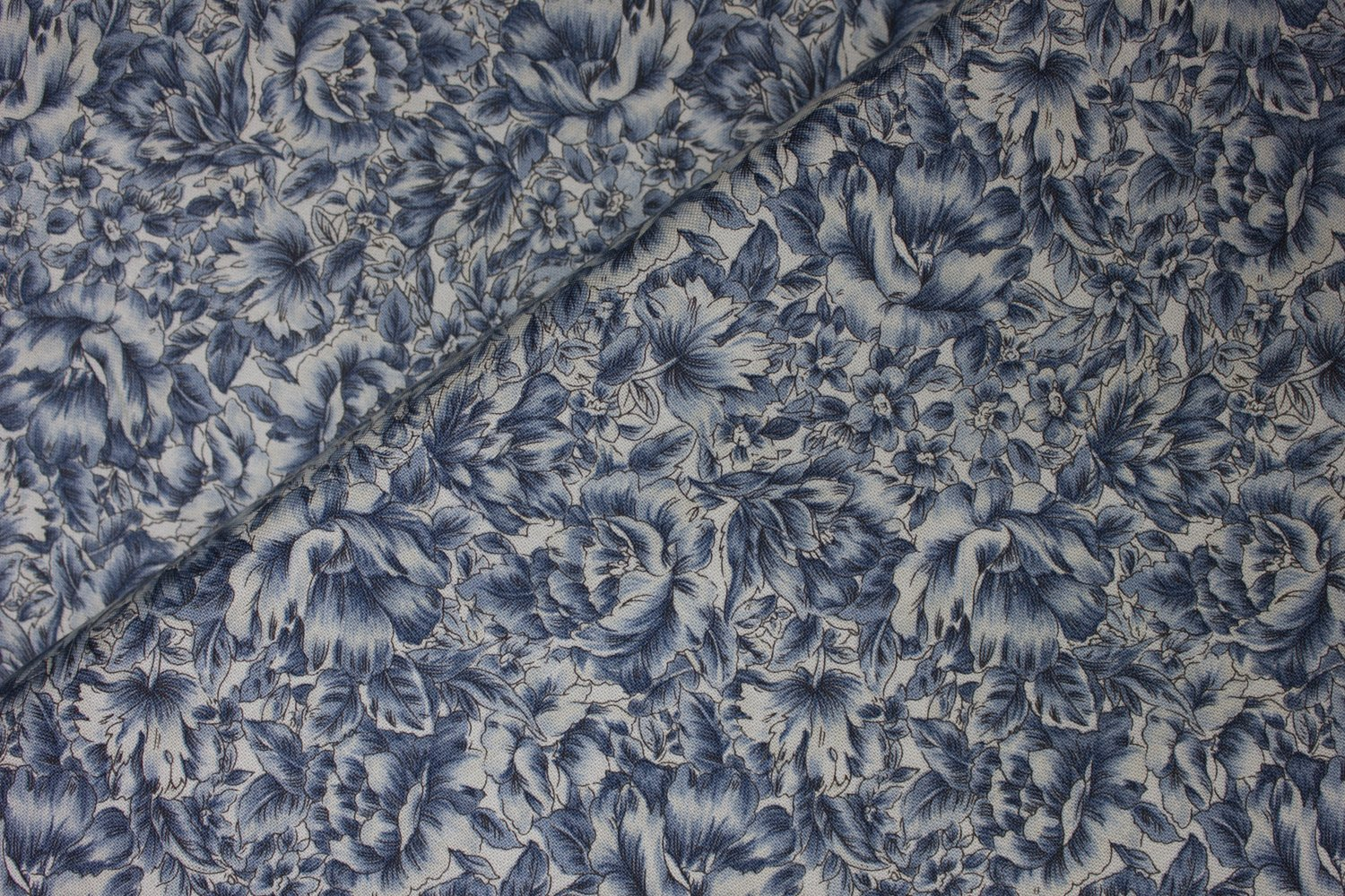 Blue Victorian Roses by Fabri-Quilt