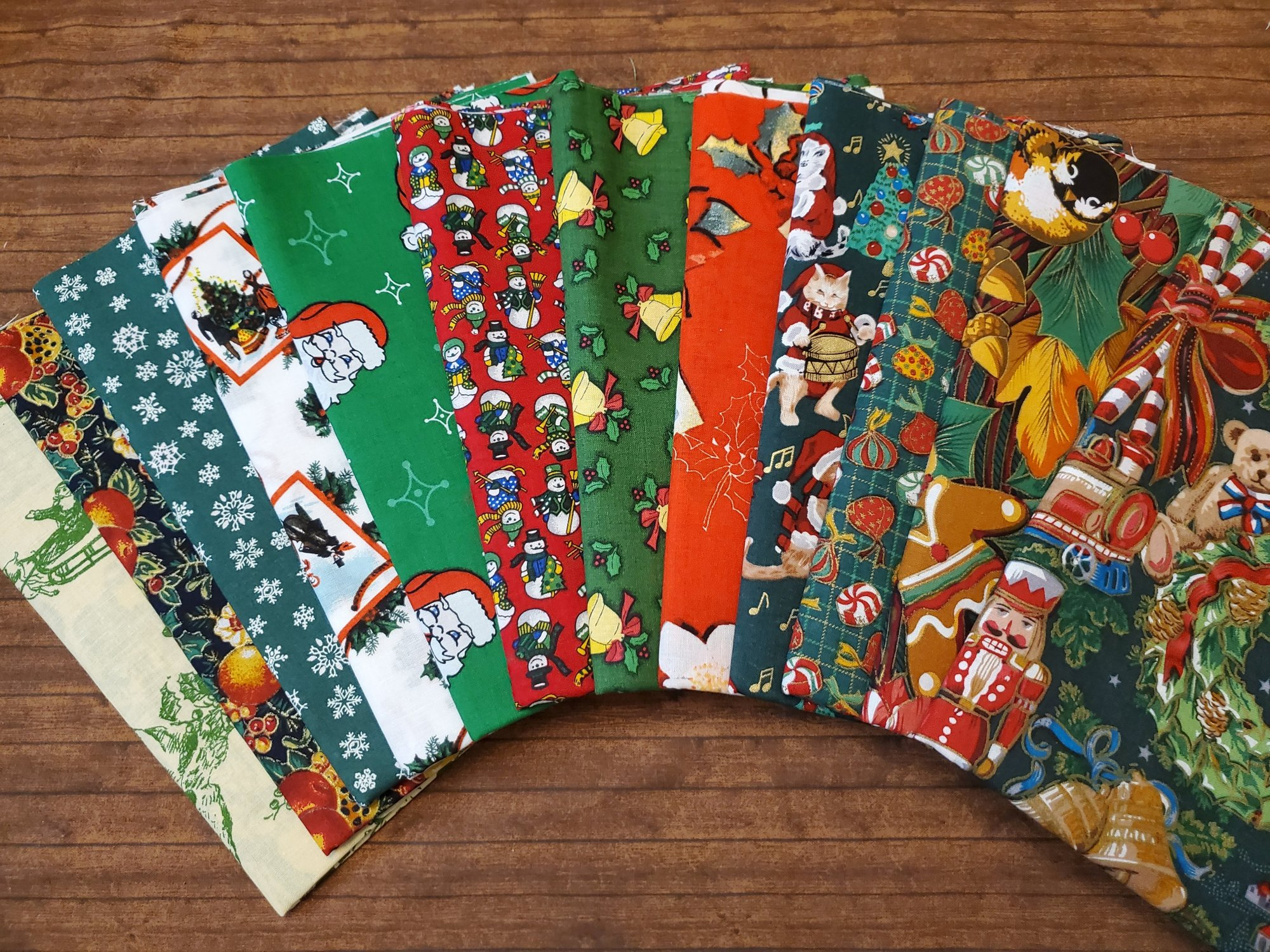 Red and Green No Name Christmas - 12 Piece Half Yard Bundle Pack