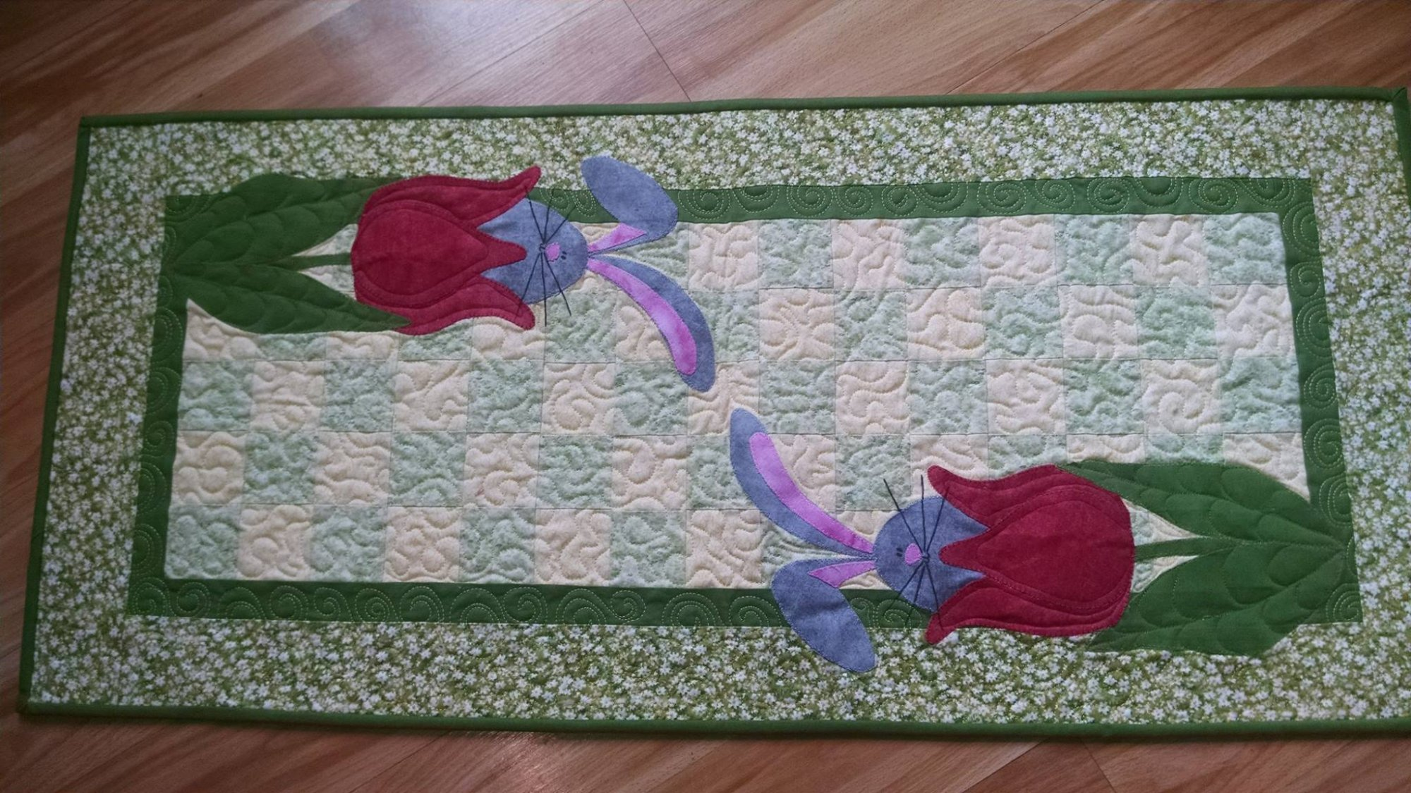 Hop Tul-ip Table Runner Pattern