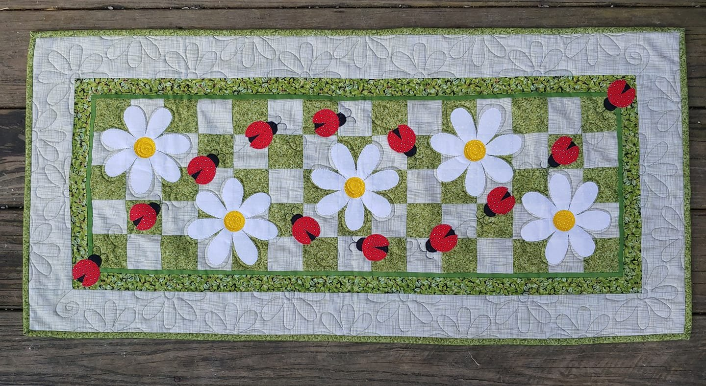 JQ Lazy Daisy Bug Table Runner Pattern