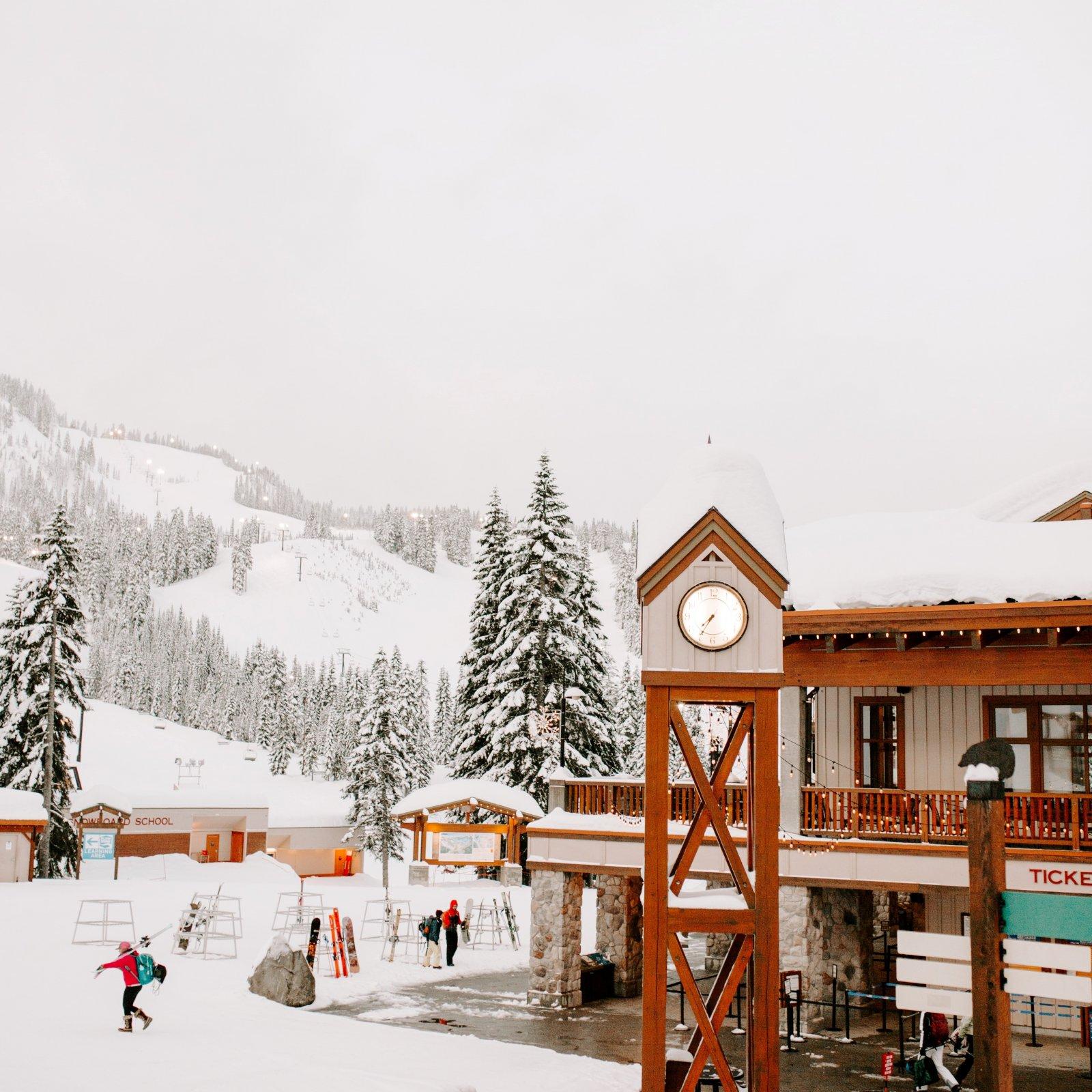 812 Candle - Ski Lodge