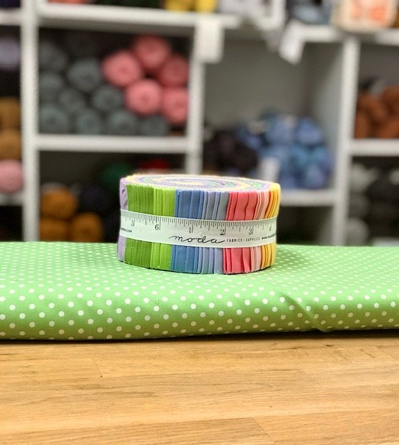 Peak Quilt-Along Kit: Bella Light Solids with Dots
