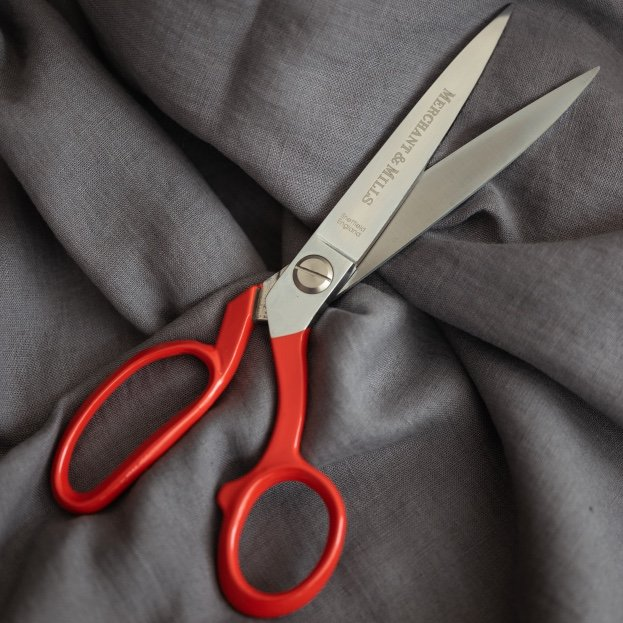 Red Extra Sharp 8 Shears by Merchant & Mills
