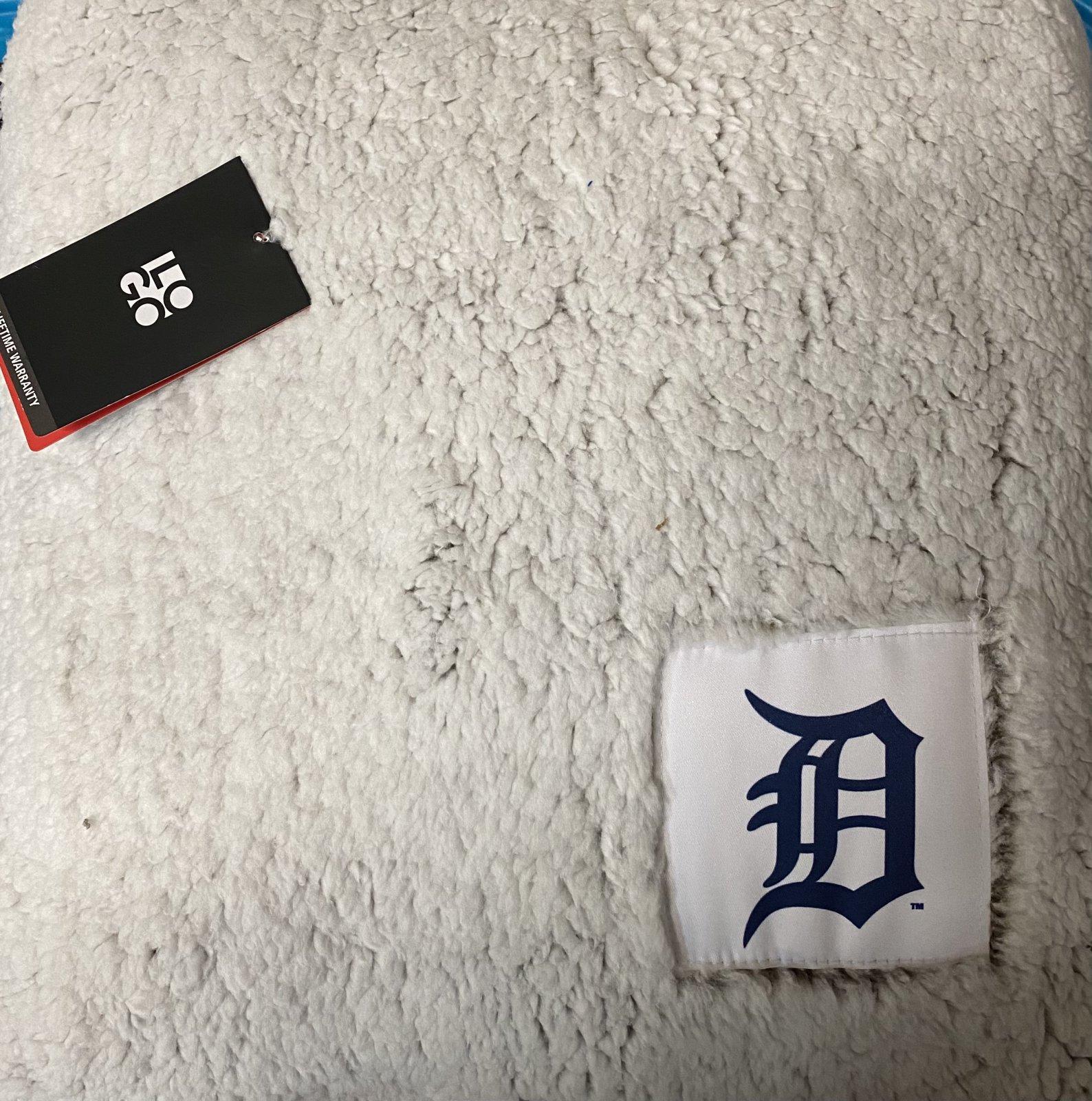 Detroit Tigers Frosty Freeze Toss Pillow