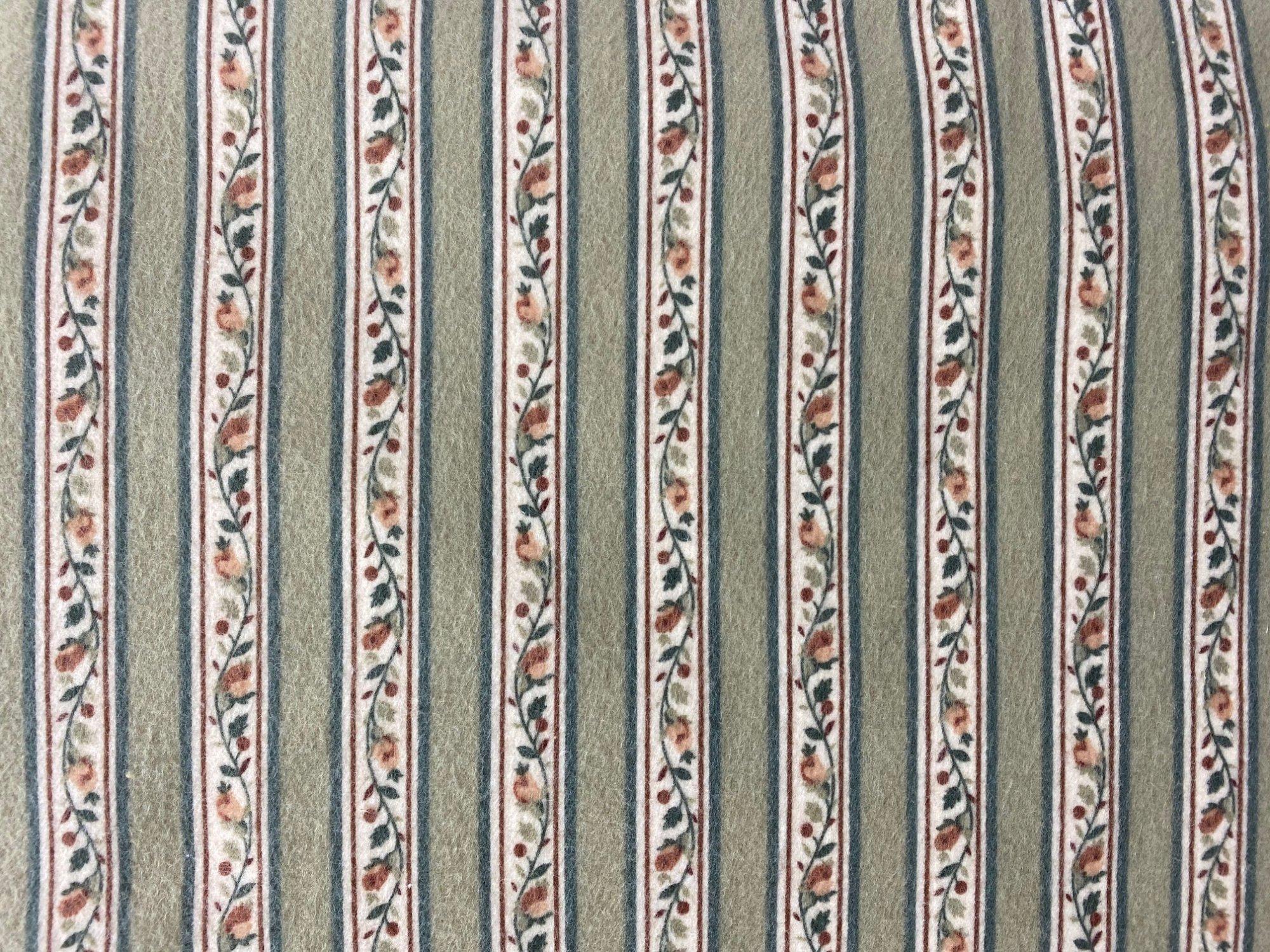 Marcus fabrics WR8-Y138-142D Flannel