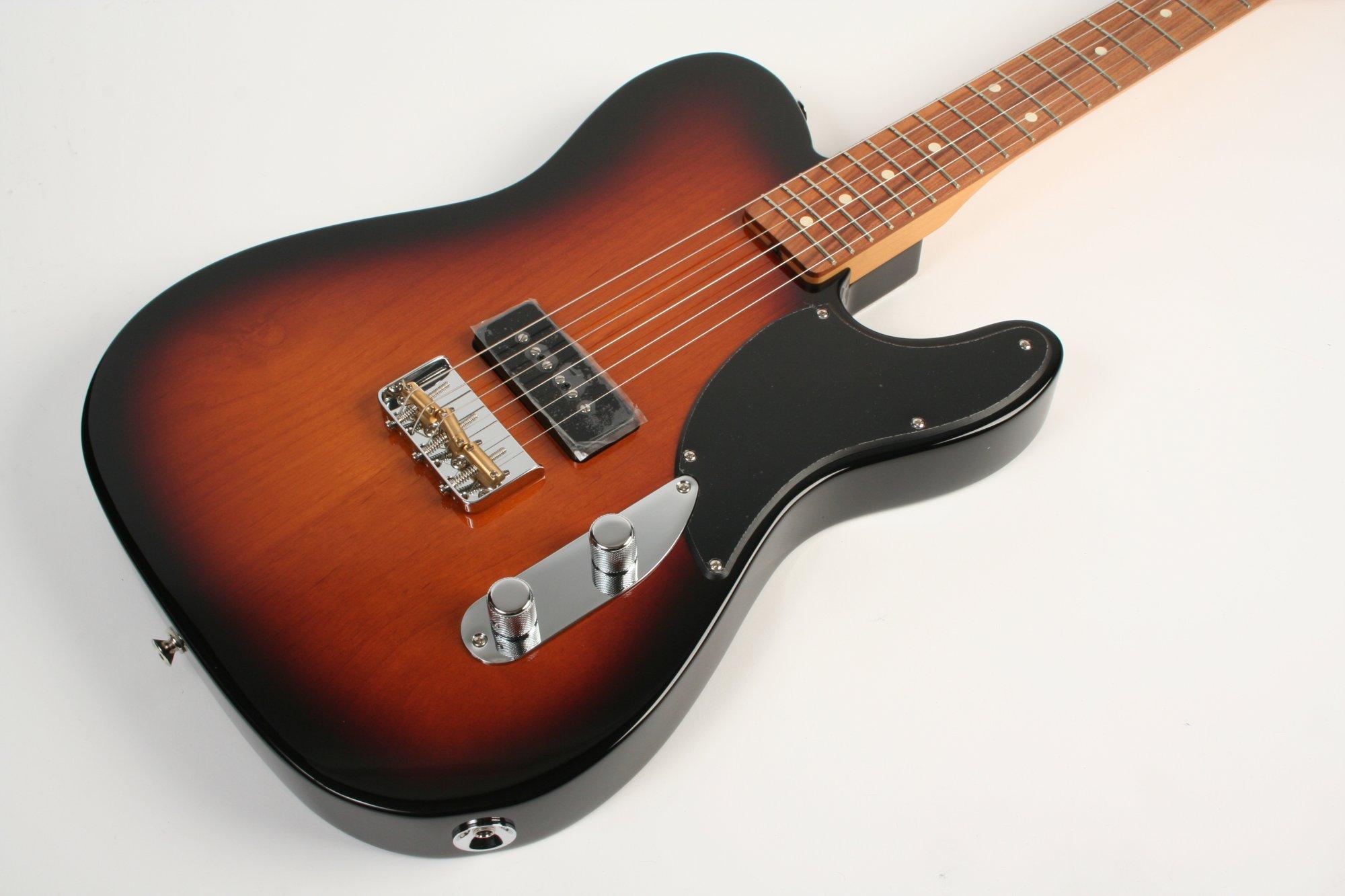 Fender Noventa Telecaster Pau Ferro Fingerboard 2-Color Sunburst