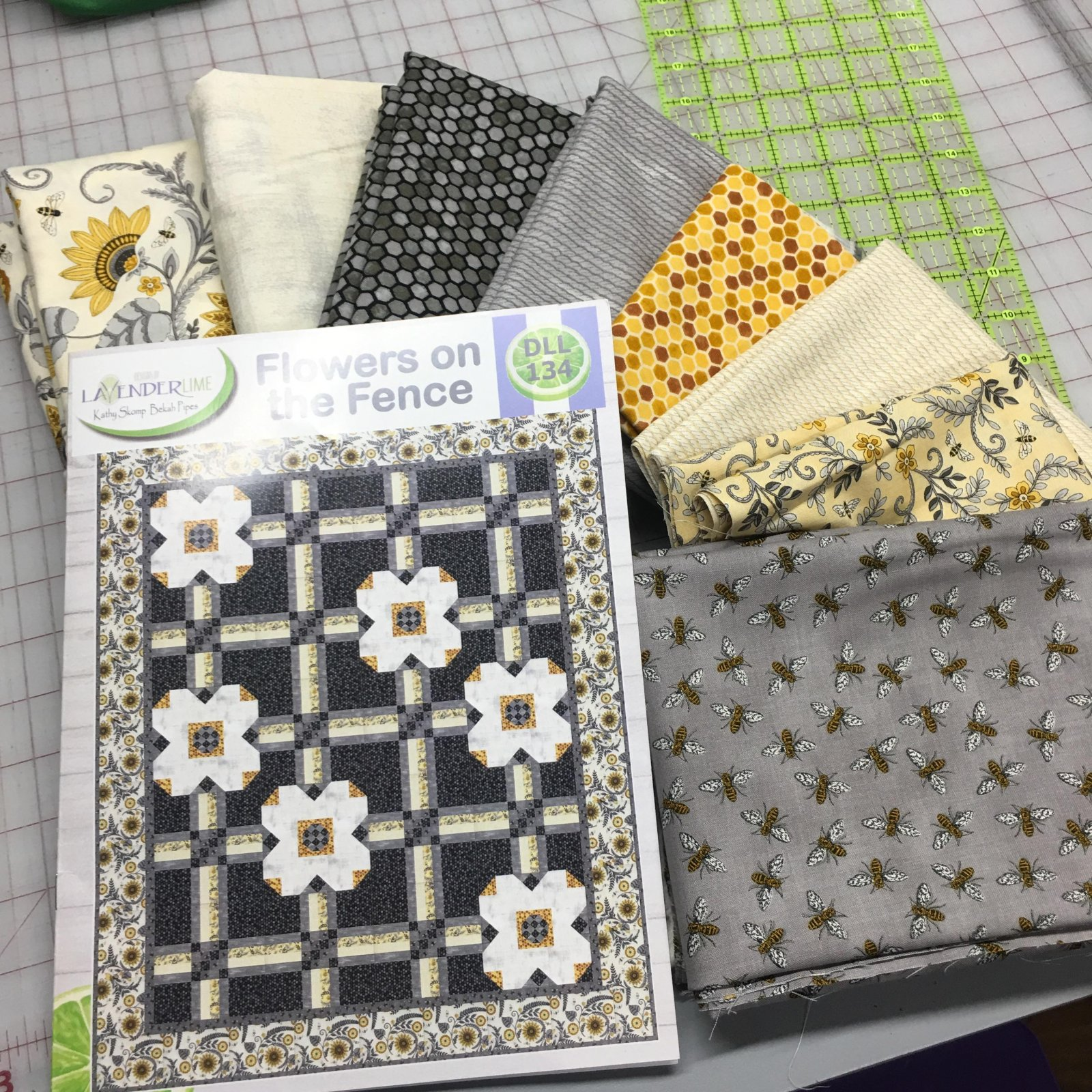 Bee Grateful Quilt Kit- Flowers on the Fence