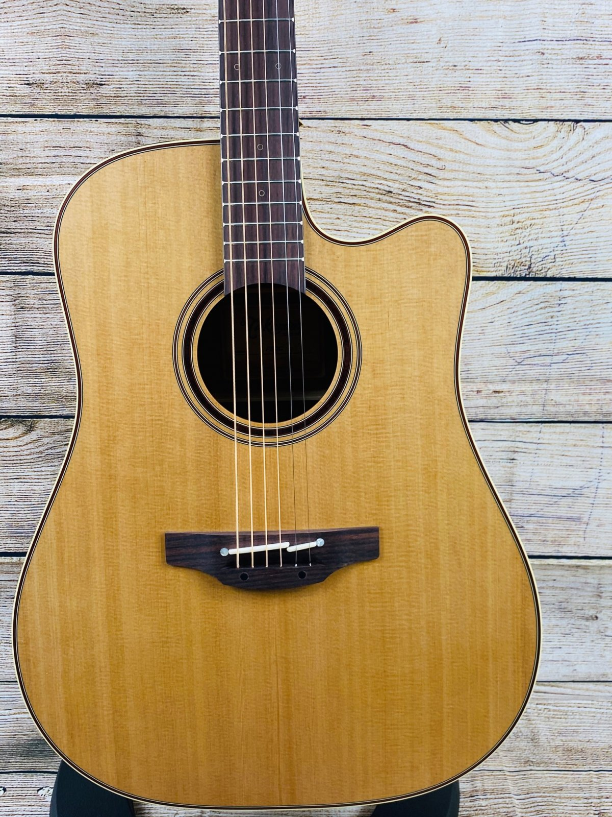 Takamine P3DC Acoustic-Electric Guitar, Natural (with Case)